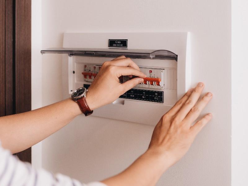 les critères à prendre en compte avant de passer à l'installation de tableau électrique à Saint-Ouen-l'Aumône | RESTOR